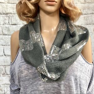 🆕 Steve Madden Gray & Silver Sequin Scarf GUC